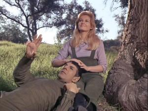 Spock_and_Leila_Kalomi