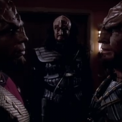 Heart of Glory, TNG S1 E20 Review, The Battle Bridge