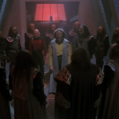 Sins of the Father, TNG S3 E17 Review, The Battle Bridge